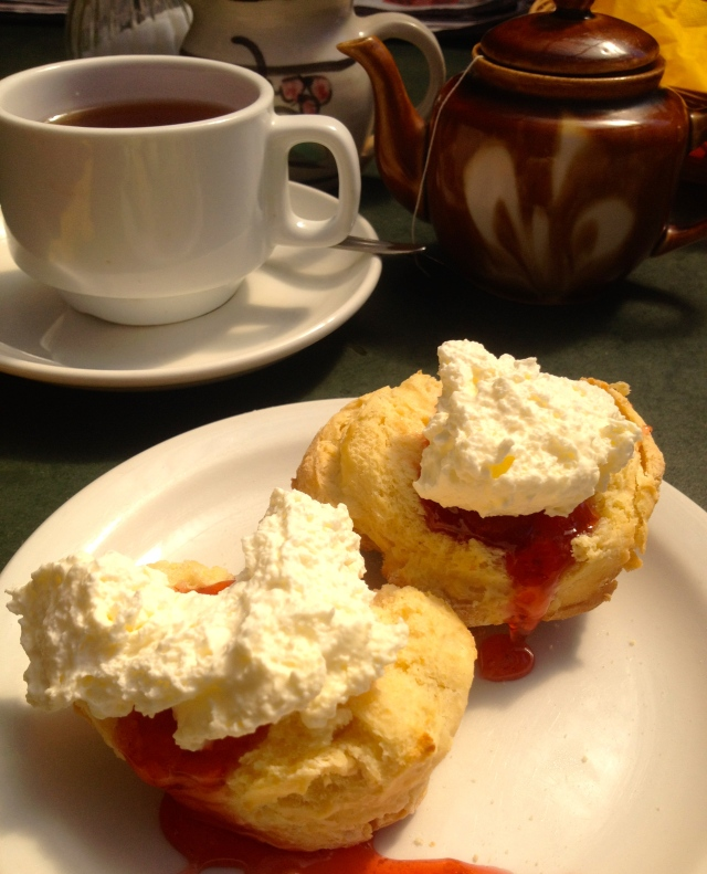 how to serve devonshire tea